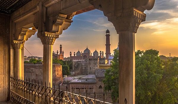 Where to Invest in Lahore? Learn from Experts
